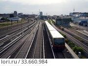Berlin, Germany, S-Bahn line 7 on the way to Warschauer Strasse station (2019 год). Редакционное фото, агентство Caro Photoagency / Фотобанк Лори