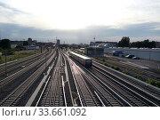 Berlin, Germany, S-Bahn on the way to Warschauer Strasse station (2019 год). Редакционное фото, агентство Caro Photoagency / Фотобанк Лори