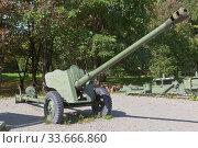Купить «Дивизионная пушка Д-44 в парке Победы города Вологды», фото № 33666860, снято 20 августа 2019 г. (c) Николай Мухорин / Фотобанк Лори