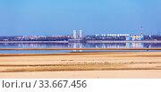 Вид на обмелевшее Обское море, Новосибирскую ГЭС и город Новосибирск со стороны города Бердска. Стоковое фото, фотограф Евгений Мухортов / Фотобанк Лори