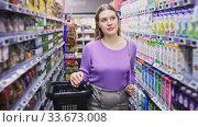 Купить «Portrait of walking female in the modern supermarket», видеоролик № 33673008, снято 3 июля 2020 г. (c) Яков Филимонов / Фотобанк Лори