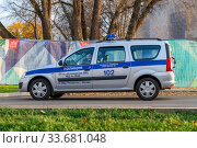 Russia, Moscow, October 2020. A parked police car on the territory of the exhibition VDNH. (2019 год). Редакционное фото, фотограф Artem Sobov / Фотобанк Лори