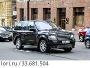 Купить «Range Rover», фото № 33681504, снято 2 июня 2013 г. (c) Art Konovalov / Фотобанк Лори