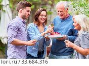 Купить «Familie feiert Geburtstag von Senior als Großvater auf Gartenfest im Sommer», фото № 33684316, снято 25 мая 2020 г. (c) age Fotostock / Фотобанк Лори