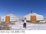 Купить «Asie, Mongolie, Ouest de la Mongolie, Montagnes de l'Altai, Yourte dans la neige avec un enfant / Asia, Mongolia, West Mongolia, Altai mountains, Yurt in the snow with a child.», фото № 33690116, снято 16 февраля 2019 г. (c) age Fotostock / Фотобанк Лори