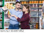 couple is choosing color for materials with pallete. Стоковое фото, фотограф Яков Филимонов / Фотобанк Лори