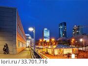Купить «Hauptbahnhof mit Blick auf die Innenstadt mit RWE-Turm, Dortmund, Ruhrgebiet,Nordrhein-Westfalen, Deutschland, Europa», фото № 33701716, снято 1 июня 2020 г. (c) age Fotostock / Фотобанк Лори