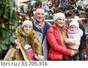 Parents and daughters at Christmas fair. Стоковое фото, фотограф Яков Филимонов / Фотобанк Лори