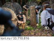 Купить «People playing paintball outdoors», фото № 33710816, снято 29 мая 2020 г. (c) Яков Филимонов / Фотобанк Лори