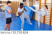 People fighting with coach at gym. Стоковое фото, фотограф Яков Филимонов / Фотобанк Лори
