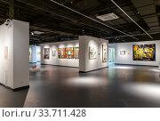 Купить «Картинная галерея современного искусства в выставочном центре Синара Art Gallery. Екатеринбург. Россия», фото № 33711428, снято 13 января 2020 г. (c) Евгений Ткачёв / Фотобанк Лори