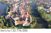 Купить «Picturesque aerial view of old buildings of Telc cityscape with ponds, Czech Republic», видеоролик № 33716500, снято 12 октября 2019 г. (c) Яков Филимонов / Фотобанк Лори