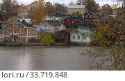 Купить «Октябрьский облачный день в городе Порвоо. Финляндия», видеоролик № 33719848, снято 19 октября 2019 г. (c) Виктор Карасев / Фотобанк Лори