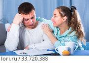 Couple struggling to pay bills. Стоковое фото, фотограф Яков Филимонов / Фотобанк Лори