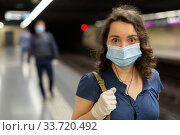 Metro passengers use personal protective. Стоковое фото, фотограф Яков Филимонов / Фотобанк Лори