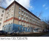 Пятиээтажный кирпичный не жилой дом, построен в 1952 году (серия I-410(I-410 (САКБ)). 9-я Парковая улица, 37. Район Измайлово. Город Москва (2020 год). Редакционное фото, фотограф lana1501 / Фотобанк Лори
