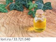Бутылка с растительным маслом на фактурном деревянном столе. Омега-3 незаменимые полиненасыщенные жирные кислоты. Место для текста. Стоковое фото, фотограф Наталья Гармашева / Фотобанк Лори