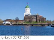 Купить «View of the Vyborg castle from the Finnish Bay on a sunny May day. Vyborg, Russia», фото № 33721636, снято 10 мая 2020 г. (c) Виктор Карасев / Фотобанк Лори