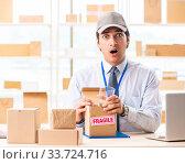 Купить «Male employee working in box delivery relocation service», фото № 33724716, снято 24 июля 2018 г. (c) Elnur / Фотобанк Лори