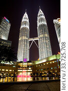 KUALA LUMPUR, MALAYSIA- OCTOBER 13, 2016: Night view of Petronas towers in the downtown in illumination. Редакционное фото, фотограф Вознесенская Ольга / Фотобанк Лори