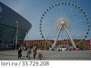 Купить «LIVERPOOL, ENGLAND, UK - JUNE 07, 2017: View of the ECHO convention center and an adjacent ferris wheel in Liverpool, England», фото № 33729208, снято 7 июня 2017 г. (c) age Fotostock / Фотобанк Лори