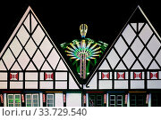 Купить «Allerheiligenkirmes am Abend, Soest, Nordrhein-Westfalen, Deutschland, Europa», фото № 33729540, снято 1 июня 2020 г. (c) age Fotostock / Фотобанк Лори