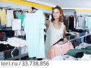Woman shopping at the apparel store. Стоковое фото, фотограф Яков Филимонов / Фотобанк Лори