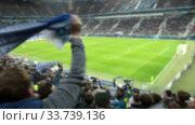 Болельщики на трибунах стадиона размахивают шарфами. Стоковое видео, видеограф Кекяляйнен Андрей / Фотобанк Лори