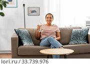 Купить «african american woman with water in glass bottle», фото № 33739976, снято 25 марта 2020 г. (c) Syda Productions / Фотобанк Лори