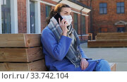 Купить «woman in face mask calling on smartphone in city», видеоролик № 33742104, снято 12 апреля 2020 г. (c) Syda Productions / Фотобанк Лори