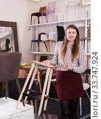 Купить «Saleswoman offering bar stools in furniture store», фото № 33747924, снято 1 марта 2018 г. (c) Яков Филимонов / Фотобанк Лори
