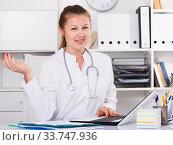 Купить «Therapist female is meeting next client», фото № 33747936, снято 3 августа 2020 г. (c) Яков Филимонов / Фотобанк Лори