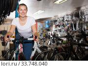 Portrait of glad girl posing with bicycle. Стоковое фото, фотограф Яков Филимонов / Фотобанк Лори