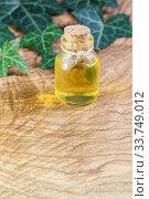 Флакон с растительным маслом на фактурном деревянном столе. Омега-3 незаменимые полиненасыщенные жирные кислоты. Место для текста. Стоковое фото, фотограф Наталья Гармашева / Фотобанк Лори