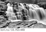 Купить «Athabasca Waterfall Alberta Canada river flow and blurred water», фото № 33763440, снято 10 июля 2020 г. (c) age Fotostock / Фотобанк Лори