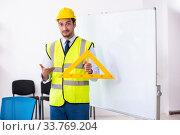 Купить «Young male architect in presentation concept», фото № 33769204, снято 24 сентября 2019 г. (c) Elnur / Фотобанк Лори
