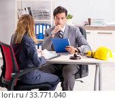 Купить «Lawyer talking to client in office», фото № 33771040, снято 31 июля 2018 г. (c) Elnur / Фотобанк Лори