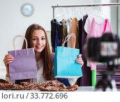 Fashion blogger recording video for blog. Стоковое фото, фотограф Elnur / Фотобанк Лори