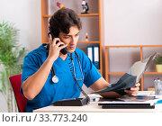 Купить «Young handsome doctor radiologyst working in clinic», фото № 33773240, снято 10 августа 2018 г. (c) Elnur / Фотобанк Лори