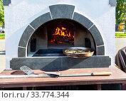 Купить «Cooking traditional pies in a Russian oven», фото № 33774344, снято 5 октября 2019 г. (c) FotograFF / Фотобанк Лори