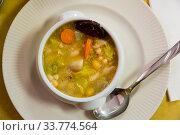 Купить «Catalan soup of bean with boiled carrots, potatoes and blood sausage», фото № 33774564, снято 5 июля 2020 г. (c) Яков Филимонов / Фотобанк Лори