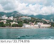 Вид на Ялту с моря, Крым (2017 год). Редакционное фото, фотограф Мария Кылосова / Фотобанк Лори