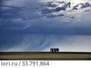 Купить «Prairie Storm Clouds Canada Saskatchewan Summer Warnings», фото № 33791864, снято 2 июня 2020 г. (c) age Fotostock / Фотобанк Лори