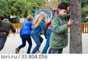 Boy playing hide and seek with friends. Стоковое фото, фотограф Яков Филимонов / Фотобанк Лори