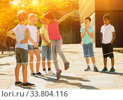 Купить «Happy children jumping game by rubber band and laughing», фото № 33804116, снято 13 июля 2020 г. (c) Яков Филимонов / Фотобанк Лори