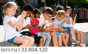 Eight kidsare chatting on their smartphone on walking. Стоковое фото, фотограф Яков Филимонов / Фотобанк Лори