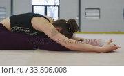Купить «Female gymnast performing at sports hall», видеоролик № 33806008, снято 17 сентября 2019 г. (c) Wavebreak Media / Фотобанк Лори