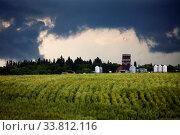 Купить «Storm Clouds Canada rural countryside Prairie Scene», фото № 33812116, снято 1 июня 2020 г. (c) age Fotostock / Фотобанк Лори