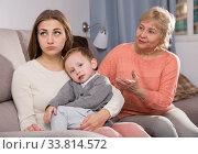 Купить «Two women are quarreling for upbringing toddler», фото № 33814572, снято 15 февраля 2018 г. (c) Яков Филимонов / Фотобанк Лори