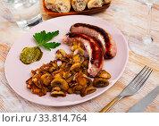 Roasted sausages with mushrooms. Стоковое фото, фотограф Яков Филимонов / Фотобанк Лори
